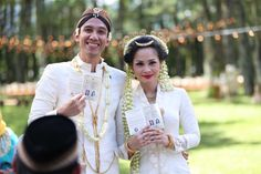 Andien Ippe: Akad Nikah Ceremony - the bride dept wedding pernikahan andien ippe pine forest bandung Nikah Ceremony, Javanese Wedding, Akad Nikah, Celebrity Weddings, Dream Wedding, Wedding Inspiration, Pine Forest, Bride, Celebrities