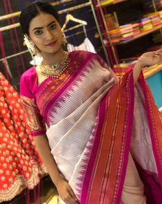 Saree Look, Traditional Sarees, Saree Blouse, Sari, India Fashion, Beautiful Saree, Indian Wear, Indian Outfits, Silk Sarees