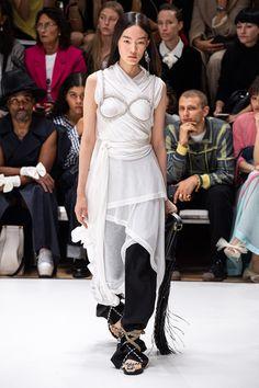 JW Anderson Spring 2020 Ready-to-Wear Fashion Show - Vogue Vogue Paris, Spring Summer Fashion, Autumn Fashion, Prada Spring, Catwalk Fashion, London Fashion, 2020 Fashion Trends, Fashion 2020, Fashion Ideas