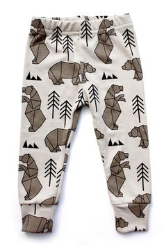 Tobias and The Bear: Mr Bear Leggings koossa 2-3years. Suomalaisista nettikaupoista ainakin Jeriika myy näitä iiihania legginsejä hintaan 25,90€