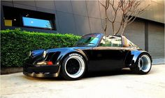 porsche 911 targa wide body Fat tires = more smoke DCBL Porsche 911 Targa, Porche 911, Porsche Cars, Custom Porsche, Supercars, Cars Vintage, Vintage Porsche, Rauh Welt, Modified Cars