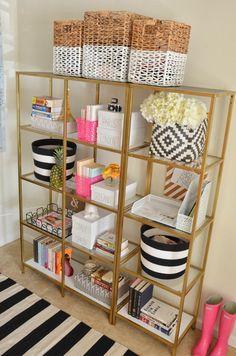 WAY too much stuff on it, but I love this shelf space! // Black Ikea bookshelves painted gold - Das IKEA Vittsjö Regal als glamouröses Möbelstück Painted Bookshelves, Gold Bookshelf, Gold Shelves, Ikea Shelves, Bookshelves Ikea, Black Bookcase, Bookshelf Styling, My New Room, Home Decor Inspiration