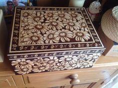 Pyrography Box | Daisy box | Pyrography | Pinterest