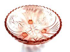 Varajane Tarbeklaas. Suur kolme jalaga kauss Vintage Tableware, Decorative Bowls, Ceramics, Glass, Beautiful, Art, Ceramica, Art Background, Vintage Dinnerware
