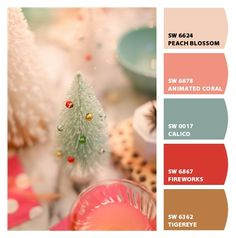 How to throw a Christmas party on a budget. How to throw a vintage Christmas party. Entertaining expert Kelly Lee shares how to throw a Christmas party. Christmas Palette, Christmas Colour Schemes, Vintage Christmas, Christmas Time, Beach Christmas, Christmas Design, Merry Christmas, Xmas, Vintage Colors