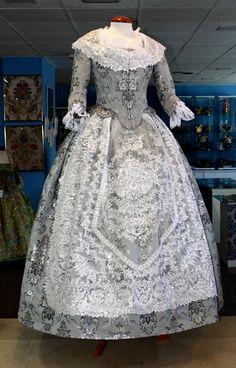 Galería de Fotos ★ Pinazo y Burlay ® Antique Clothing, Historical Clothing, Historical Costume, Rococo Fashion, Victorian Fashion, Vintage Fashion, Vintage Dresses, Vintage Outfits, 18th Century Costume