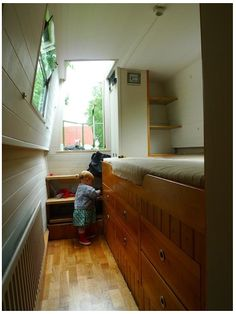 Wooden Boat Plans For Free Canal Boat Interior, Yacht Interior, Best Interior, Canal Barge, Narrowboat Interiors, Boat Bed, Captains Bed, Boat Restoration, Trains