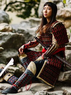Samurai Armor Diy, Samurai Costume, Female Samurai, Samurai Artwork, Viking Dress, Pauldron, Japanese Tattoo Art, Shadow Warrior, Leather Armor