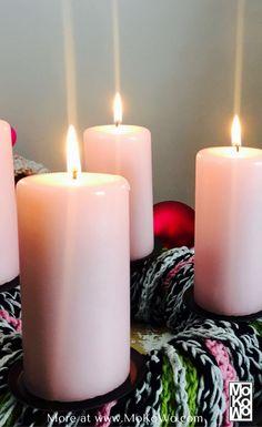 DIY Ideen für einen tolle und außergewöhnlichen PomPom Adventskranz zum selbermachen   und basteln in der Vorweihnachtszeit und als tolle Weihnachtsdeko.  extraordinary PomPOm Advent wreath DIY at our christmas blog MoKoWo