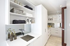 Combines the working space, shared beach space and sink. Makes use of the awkward small space on a plan that is created by a bulters pantry. Bulters Pantry, Kitchen Butlers Pantry, Pantry Shelving, Kitchen Units, New Kitchen, Pantry Ideas, Laundry Nook, Pantry Laundry Room, Laundry In Bathroom