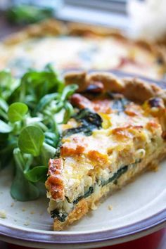 Here's how you can make the popular quiche Lorraine – vegan! This delicious vegan quiche Lorraine has the perfect 'cheesy' and 'buttery' texture of the original French recipe without any dairy! Vegan Foods, Vegan Recipes, Cooking Recipes, Quiche Vegan, Vegetarian Breakfast Recipes, Vegetarian Dinners, Vegetarian Food, Vegetarian French Recipes, Quick Vegan Breakfast
