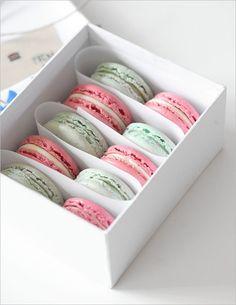 Mint and Strawberry Champagne-Rhubarb Macaron Macaron Packaging, Dessert Packaging, Bakery Packaging, Macaroon Box, Macaron Template, Macaron Cookies, Fun Cookies, Cake Cookies, Cupcakes
