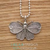 Perhonen Kevyt hopeavärinen kaulakoru Sudenkorennon koko on 3,2 x 4,2 cm Kuulaketjun pituus on 60 cm Voit leikata ketjun saksilla lyhyemmäksi 15 e