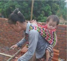 Touching! Female Bricklayer Does This To Baby While Working (Photos)   Motherhood bears different meaning to different people. It is a phase many women look forward to as they want to experience what if feels like to bring a child to the world.  Bringing a child to the world is quite small compared to raising the child. This is the aspect where many people fail as parents as they do not have what it takes to cater for the child. It is disheartening seeing women who dump their babies simply…