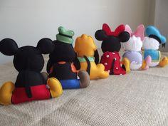 kit 6 personagens Turma do Mickey para decoração de mesa temática.    O kit possui os personagens principais da turma: Mickey, Minnie, Pluto, Pateta, Donald e Margarida.  *OBS: Desejando, o Toodles pode ser adicionado ao kit . por mais R$30,00.    Pode ser mudada a opção dos personagens, desde qu...