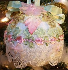 shabby chic christmas pictures | shabby chic Christmas ornament | Christmas Crafting