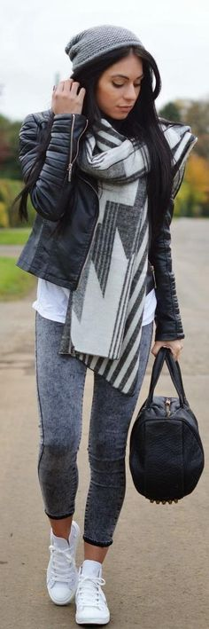 Street styles | Beanie, printed scarf and leather jacket