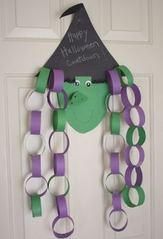 The spirit of Halloween is best celebrated with handmade crafts. Here are 31 easy to make DIY halloween craft ideas for kids. Moldes Halloween, Casa Halloween, Halloween Arts And Crafts, Manualidades Halloween, Toddler Halloween Crafts, Paper Halloween, Halloween Clothes, Halloween Supplies, Halloween Patterns