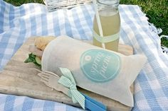 A roundup of great DIY ideas with tutorials for your next picnic! via Shrimp Salad Circus Picnic Date, Summer Picnic, Shake, Picnic Style, Outdoor Dining, My Favorite Color, Simple Designs, Party Planning, Activities For Kids