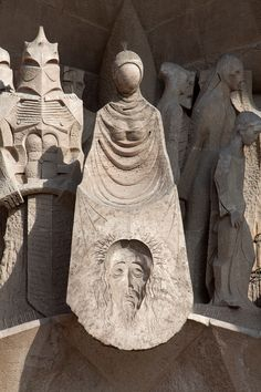 Portal de la Pasión, Sagrada Familia. La Verónica. Obra de Josep Mª Subirachs