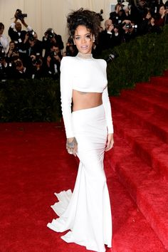 rihanna stella mccartney met gala 2014 2014 Met Gala Red Carpet Looks --a bit TLC looking but pretty