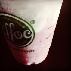 #effoc #effoccoffee #takeawaycoffee #1m #vscocam #vsco #strawberry #pink # ### by bichphuong99