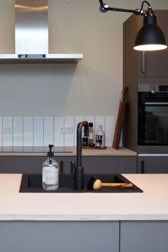 "Nyt AUBO køkken hos TV 2 Nybyggernes hold gul ""Maria & Kristian"". #Nybyggerne Flat Screen, Tv, Kitchen, Home Decor, Blood Plasma, Cooking, Decoration Home, Room Decor, Television Set"