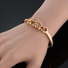 Gold Bracelet Indian, Gold Bracelet For Women, Gold Bangles Design, Gold Jewellery Design, Bracelet Designs, Necklace Designs, Diamond Bracelets, Bangle Bracelets, Gold Jewelry Simple