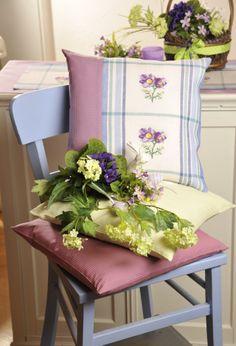 Küchenschelle ... Tolles Kissen ... auch für die Gartenbank  Design : Gerlinde Gebert