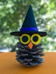 Pinecone Owl Witchy Pinecone Owl - fun Halloween kid craft using a pinecone and craft foam or felt!Witchy Pinecone Owl - fun Halloween kid craft using a pinecone and craft foam or felt! Adornos Halloween, Manualidades Halloween, Halloween Crafts For Kids, Easy Crafts For Kids, Toddler Crafts, Holiday Crafts, Halloween Halloween, Pine Cone Crafts For Kids, Homemade Halloween