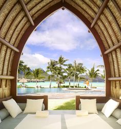 What an incredible view on the swimming pool of the Hotel Four Seasons Bora Bora  © Four Seasons