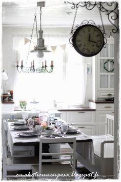 Oma koti onnenpesä Old Farm Houses, Mobile Home, Corner Desk, Shabby Chic, Dining, Remodeling, Kitchens, Interiors, Furniture