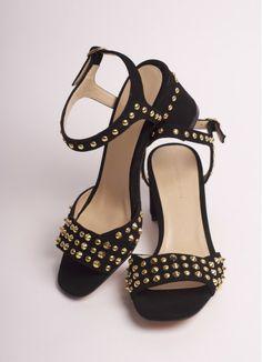 Les sandales Tila March sont en ligne, elles nous donnent envie d'été //  La paire idéale des femmes actives et chics // A porter aussi bien en robe qu'avec un pantalon légèrement retroussé pour laisser apparaitre la cheville.  http://franciedesign.fr/fr/chaussures/195-sandales.html  #Chaussures #Shoes #Mode #Fashion #Ete2014 #SpringSummer14 #SS14 #ModeFemme