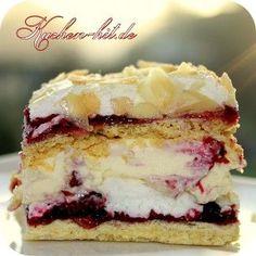 Mandelkuchen Rezept - ein Mandelkuchen auf Baiser Basis mit Johannisbeeren und einer tollen Creme. Ein traumhaft frischer Sommerkuchen