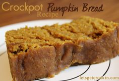 Crock Pot Pumpkin Bread :: One of the most popular recipes! Moist, delicious and perfect for waking up to a yummy smelling house. Crock Pot Recipes, Crock Pot Desserts, Köstliche Desserts, Slow Cooker Recipes, Delicious Desserts, Dessert Recipes, Cooking Recipes, Yummy Food, Tasty