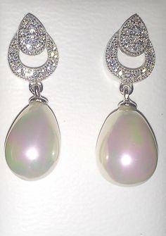 Diseño en plata rodiada con circonitas y perlas. http://maicci.es/es/