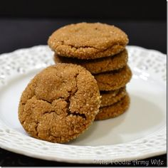 Chewy Ginger Snaps - all of the flavor of the classic, in a soft and chewy cookie. Ginger snaps are always good in a pumpkin puree cream cheese. Baking Recipes, Cookie Recipes, Dessert Recipes, Drink Recipes, Just Desserts, Delicious Desserts, Yummy Food, Ginger Cookies, Yummy Cookies
