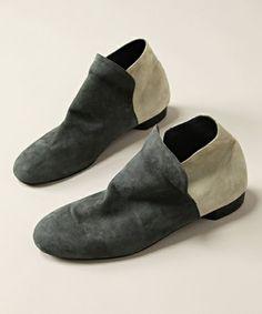 Utilitarian Shoe (Minimal Detail)