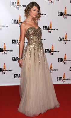 taylor swift. CMA red carpet 2012. Love this dress