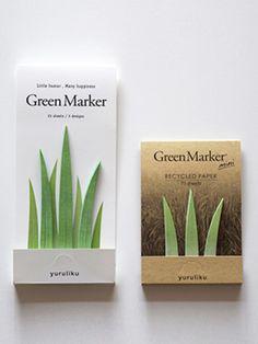 """池上幸志さんとオオネダキヌエさんによるクリエイティブユニット""""yuruliku""""が手がける「GreenMarker」は、まるで本物の草のようなデザインの付箋。本を読んでいて気になるページに貼り付けていくと、どんどん草が生い茂っていきます。高さが約10cmのGreenMarkerと、少し小さめのGreenMarker miniの2種類があります。"""