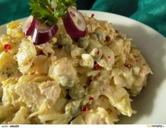 Zelí a cibuli nakrájíme ba drobno. Šunku a sýr na kousky. Hrášek necháme okapat a vše spojíme se zelím. Majonézu, smetanu a hořčici smícháme.... Potato Salad, Potatoes, Ethnic Recipes, Food, Diet, Potato, Essen, Meals, Yemek