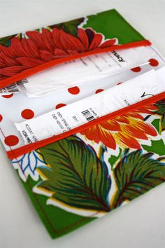 Cool Wallets - I have left over laminated fabric from my 6 pocket purse (also pinned the tutorial but I use it as a lunch bag not a purse).I am going to make this for all the receipts in my purse. Sewing Hacks, Sewing Tutorials, Sewing Patterns, Fabric Crafts, Sewing Crafts, Sewing Projects, Diy Sac Pochette, Receipt Organization, Laminated Fabric