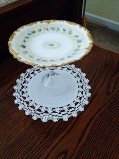 Daisy platter by KitchenKozy on Etsy, $8.00