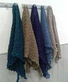 Al Sol, a mano: Tutorial chal de punto fácil Knit Or Crochet, Lace Knitting, Crochet Shawl, Knitting Patterns, Crochet Patterns, Crochet Ideas, Poncho Shawl, Knitted Shawls, Free Pattern