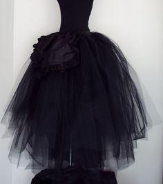 S de tul negro o marfil con una seda negra falda de novia falda hecha de metro, al frente.  ¿Esta falda tiene varias capas y está totalmente forrada también puede realizarse en diferentes colores, por favor pregúntale a?