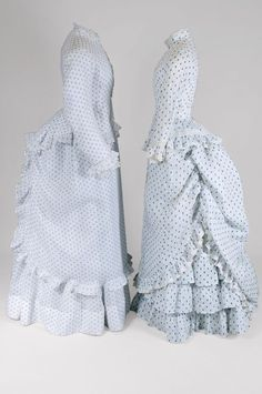 Two afternoon dresses in printed cotton, ca. Part of the Jacoba de Jonge collection, which is now owned by the Mode Museum in Antwerp. 1870s Fashion, Edwardian Fashion, Vintage Fashion, Victorian Gown, Victorian Costume, Antique Clothing, Historical Clothing, Historical Dress, Historical Costume