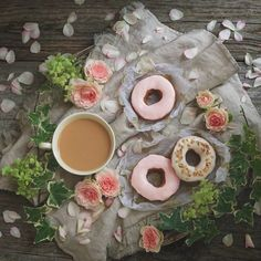 Hello coffee or tea lovers !!! Today the feature is by @chelseatea.r We love going through all of your pictures tagged #coffeeandseasons or #teaandseasons  So many great compositions !  Congrats  Shiki for this beautiful  picture !!! Thank You for sharing ************************************** Selected by: @clangart