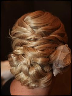 Unlike many of the more complicated updo's I'm seeing, this one remains soft and feminine while polished!