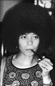 Angela Davis: Political activist Angela Davis's hair defined a generation. Her oversize Afro helped her stand out just as much as her politics did. Her hair was a part of her politics. Angela Davis, Famous Hairstyles, Indian Hairstyles, Weave Hairstyles, Black Panther Party, By Any Means Necessary, My Black Is Beautiful, Beautiful People, Malaysian Hair