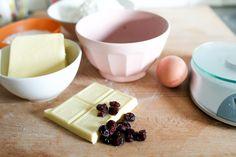 Koekjes met cranberry's en witte chocolade Happy Holidays, Panna Cotta, Ethnic Recipes, Food, Dulce De Leche, Meal, Essen, Hoods, Meals